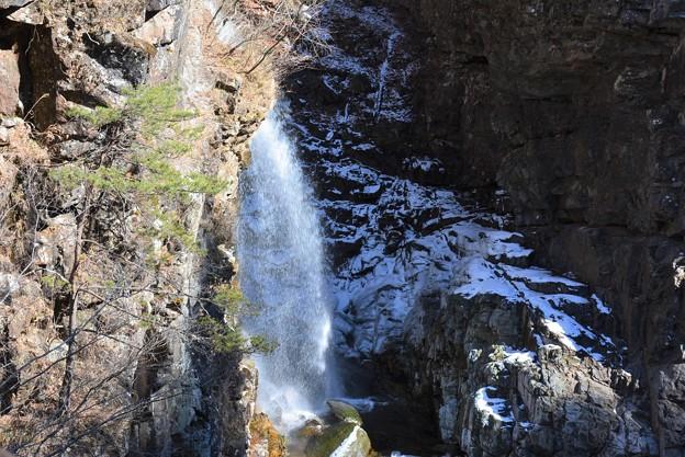 Photos: 橋の上から滝の裏を~