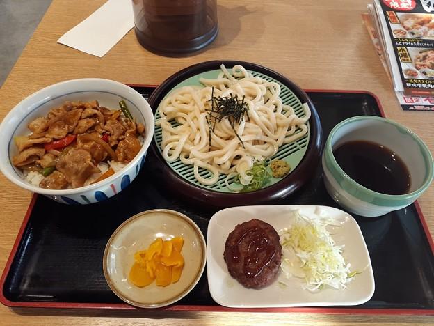 山田うどん スパイシー カレー炒め丼セット