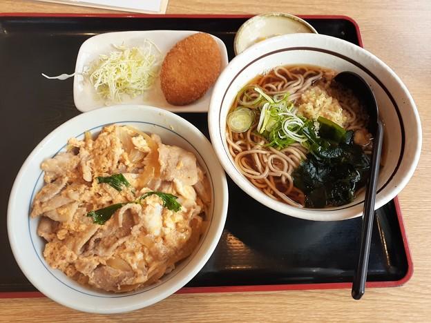 山田うどん 日替わり 豚玉丼セット カレーコロッケ