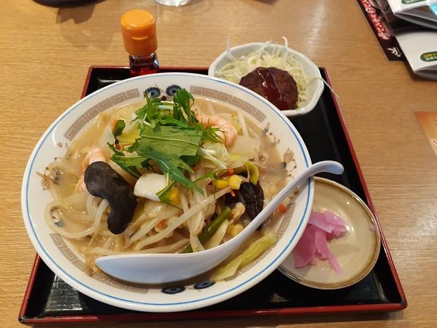 山田うどん 海鮮ちゃんぽん クーポンミニハンバーグ