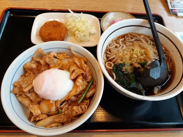 山田うどん 日替わり 新 豚キムチ丼セット