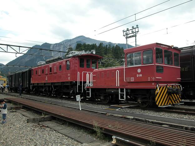 #9178 D16+E52+貨車 2003-10-5
