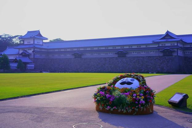 金沢城公園 「ひゃくまんさん」 ダリアの花人形