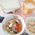Photos: 2月27日朝食(ウインナーと豆のコンソメスープ煮) #病院食