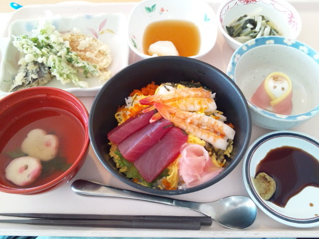 Photos: 3月3日昼食(海鮮丼) #病院食