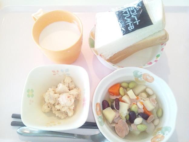 5月8日朝食(ウインナーと豆のコンソメスープ煮) #病院食