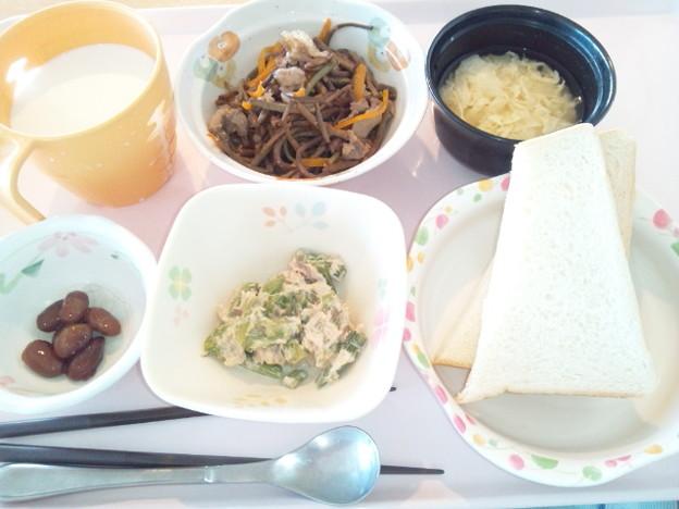 8月2日朝食(ぜんまいの煮物) #病院食
