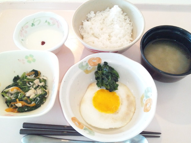 8月3日朝食(目玉焼き) #病院食
