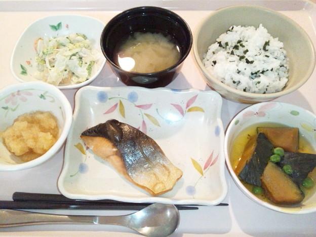 Photos: 9月27日夕食(鮭の塩焼き) #病院食