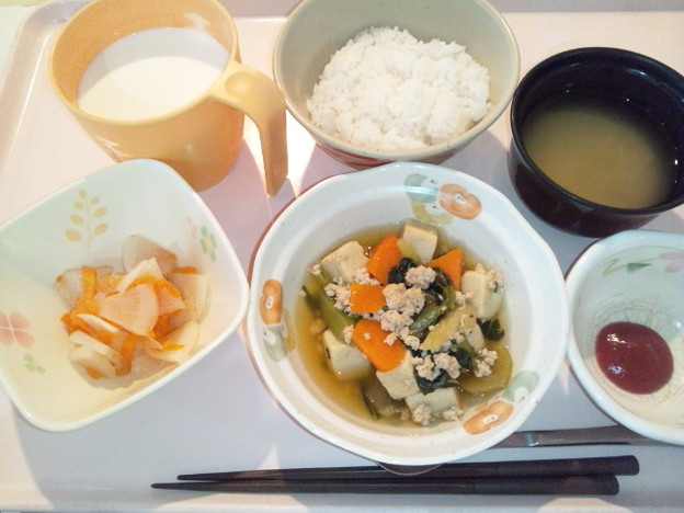 10月17日昼食(高野豆腐と青梗菜のそぼろ煮) #病院食