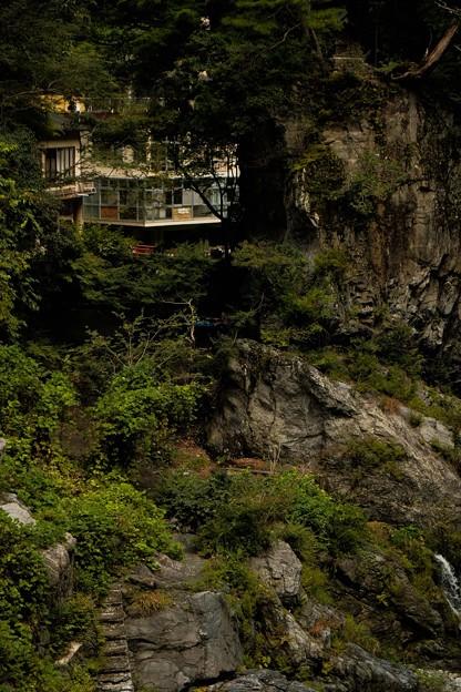43鳩ノ巣渓谷_吊橋から廃墟を望む-2404