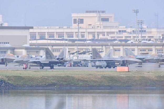 三月にハワイのヒッカム空軍基地からF-22ラプター 飛来