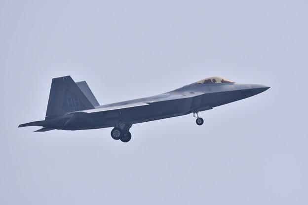 午前中の飛行訓練から帰投。。F-22ラプター
