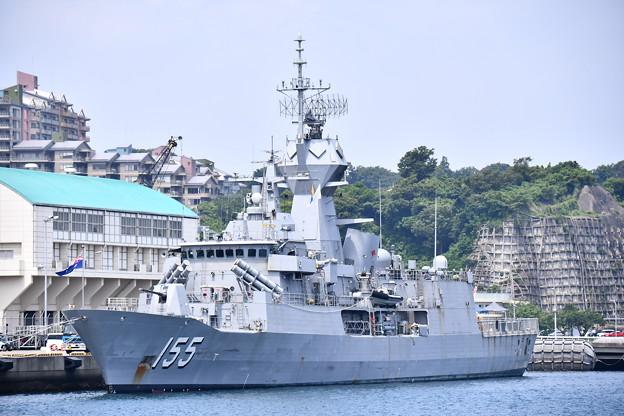 珍しい豪海軍のフリゲート艦バララット寄港(1)