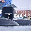 休日の横須賀基地朝の潜水艦