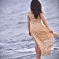 Photos: 彼女が浜辺を。。