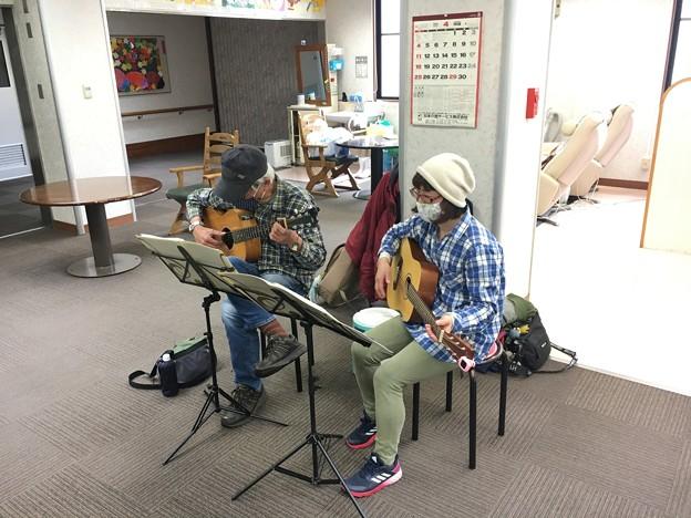 みよし市地域活動支援センターでギターデュオ2021年4月13日04