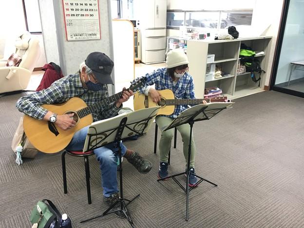 みよし市地域活動支援センターでギターデュオ2021年4月13日05