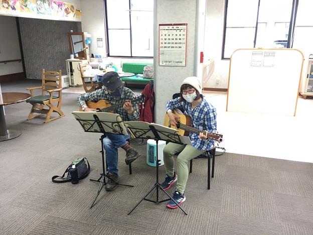 みよし市地域活動支援センターでギターデュオ2021年4月13日12