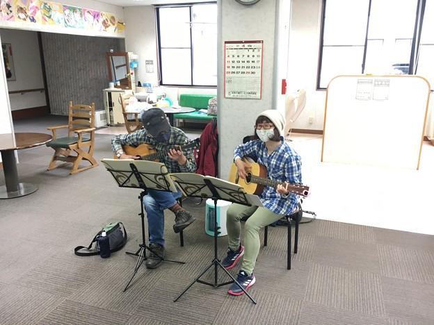みよし市地域活動支援センターでギターデュオ2021年4月13日21