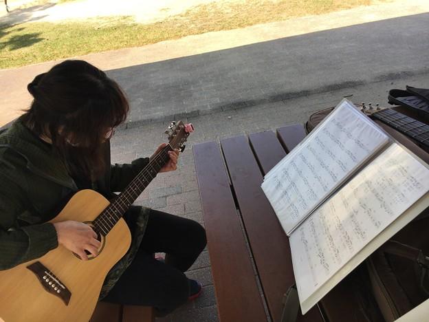 みよし市地域活動支援センターでギターデュオ2021年4月20日01
