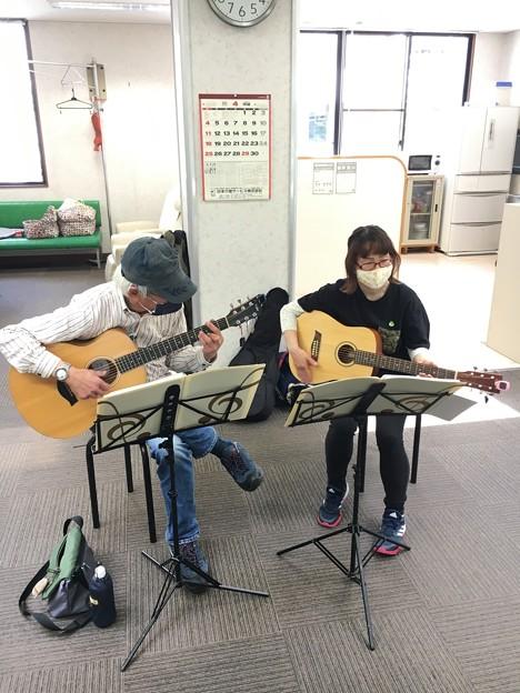 みよし市地域活動支援センターでギターデュオ2021年4月20日03