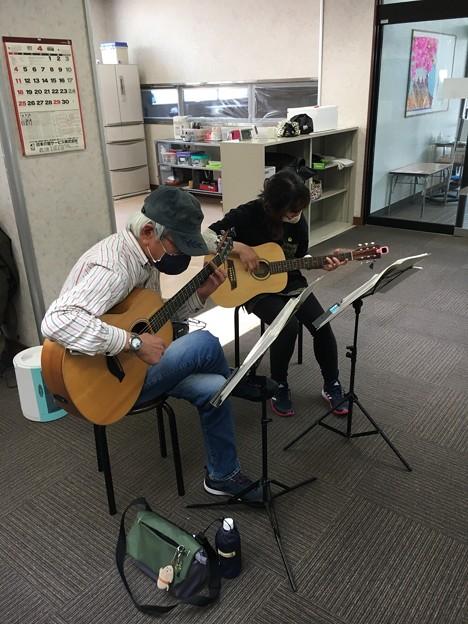 みよし市地域活動支援センターでギターデュオ2021年4月20日04