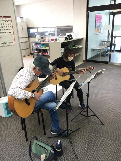 みよし市地域活動支援センターでギターデュオ2021年4月20日05