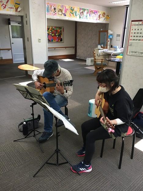 みよし市地域活動支援センターでギターデュオ2021年4月20日07