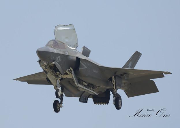 F-35Bホバリング正面左