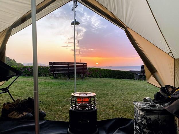 テントの中でご来光