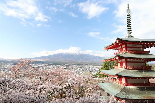 忠霊塔と富士