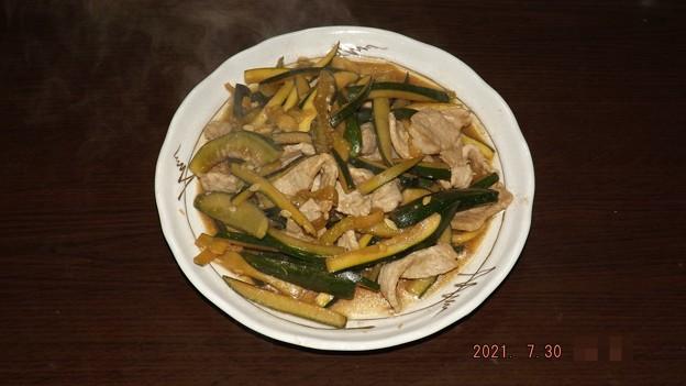 2021/07/30(金)・豚肉とキュウリとズッキーニの炒め物
