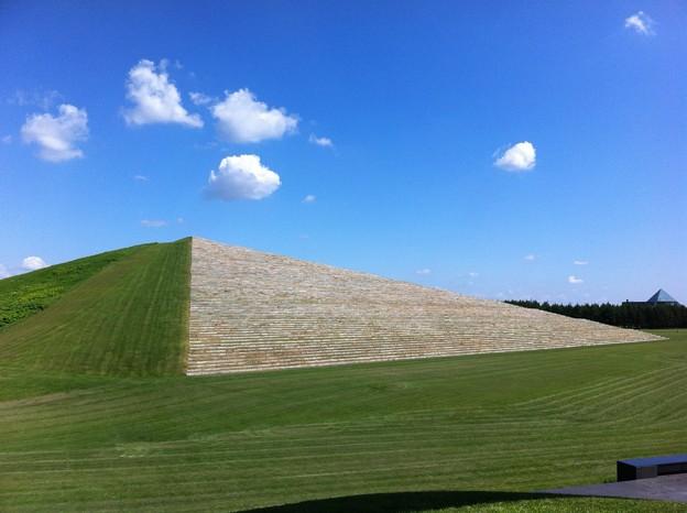 緑のピラミッド