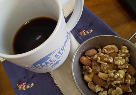 コーヒーとナッツ